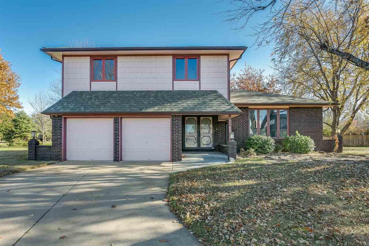 1534 N VALLEYVIEW CT, Wichita, KS 67212