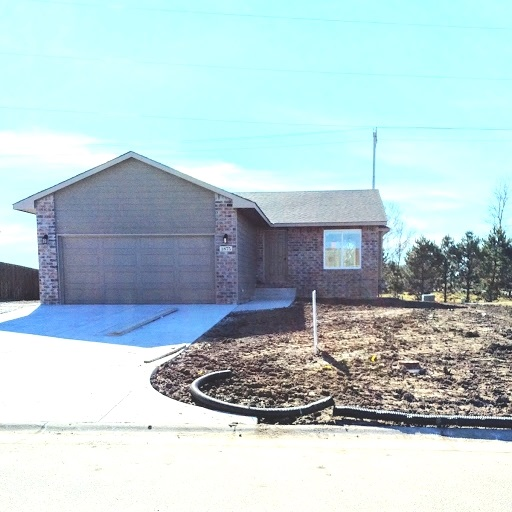 1875 W Lakeview Ct, Haysville, KS 67060