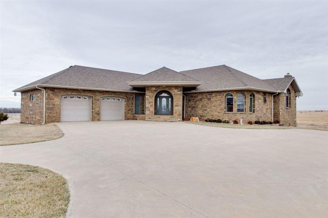 18101 S Whiteside Rd, Pretty Prairie, KS 67570