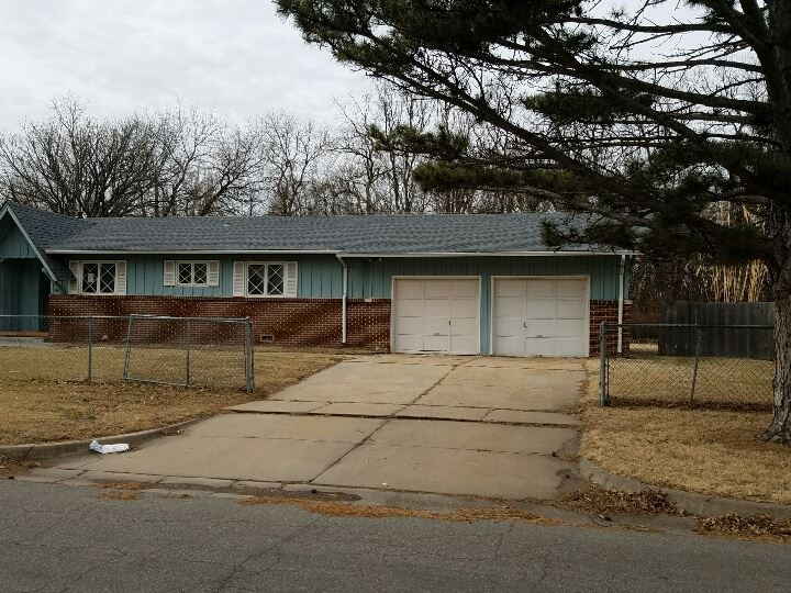 1801 N Edgemoor St, Wichita, KS 67208