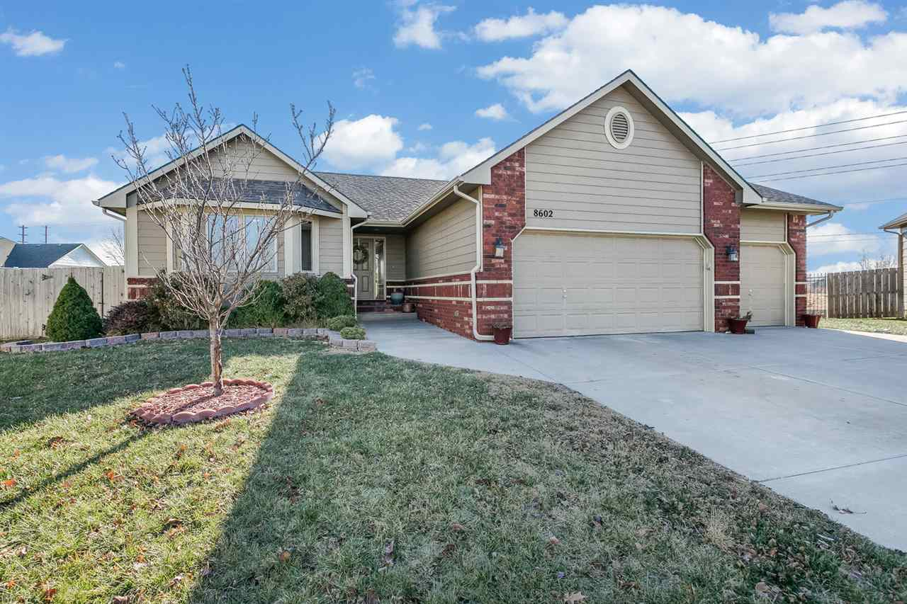 8602 W Oak Ridge Cir, Wichita, KS 67205
