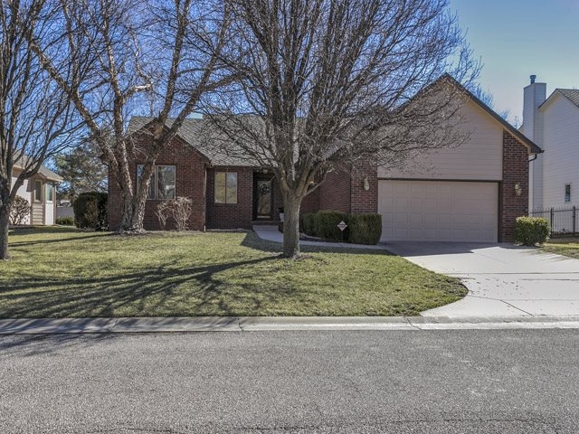 2710 N Plumthicket St, Wichita, KS 67226