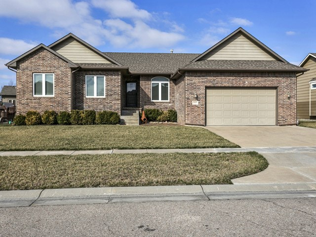 2513 N Spring Hollow St, Wichita, KS 67228