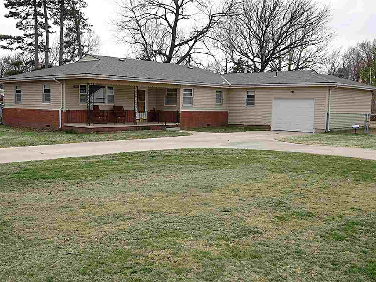 1555 N Pleasantview Dr, Wichita, KS 67203