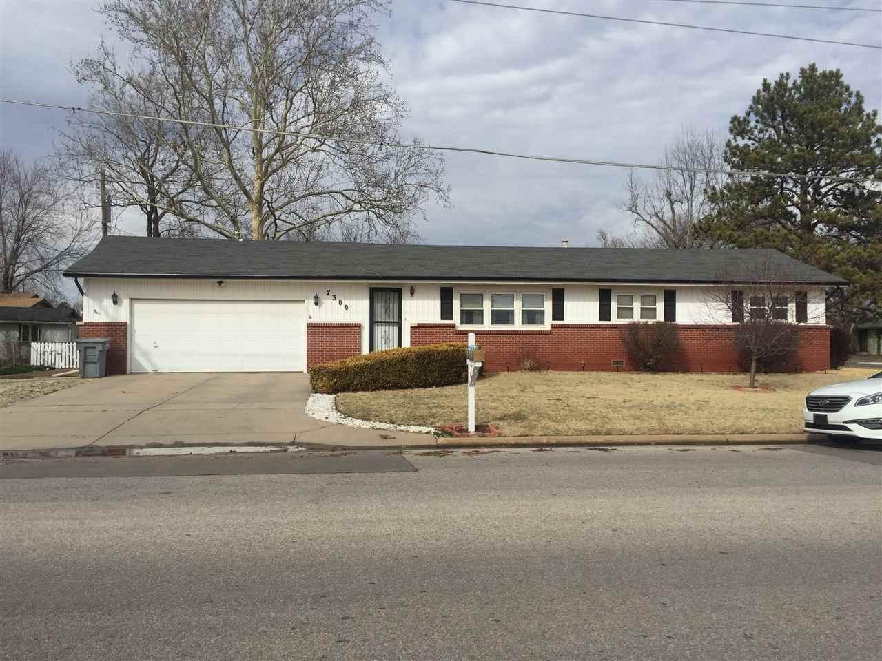 7300 W 2nd St N, Wichita, KS 67212
