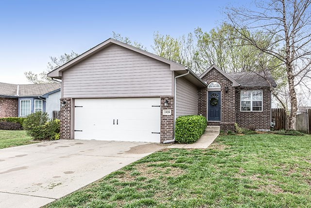 1928 S Shiloh, Wichita, KS 67207