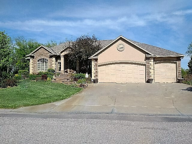 126 S Breezy Pointe Cr, Wichita, KS 67235