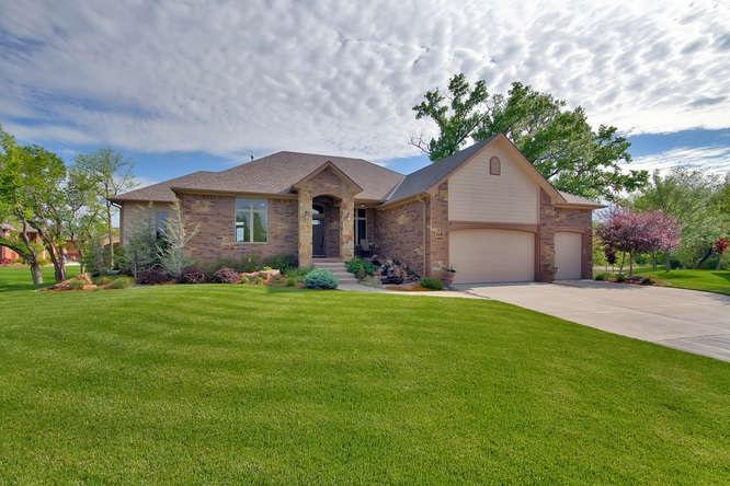 118 S Country View Ct, Wichita, KS 67235