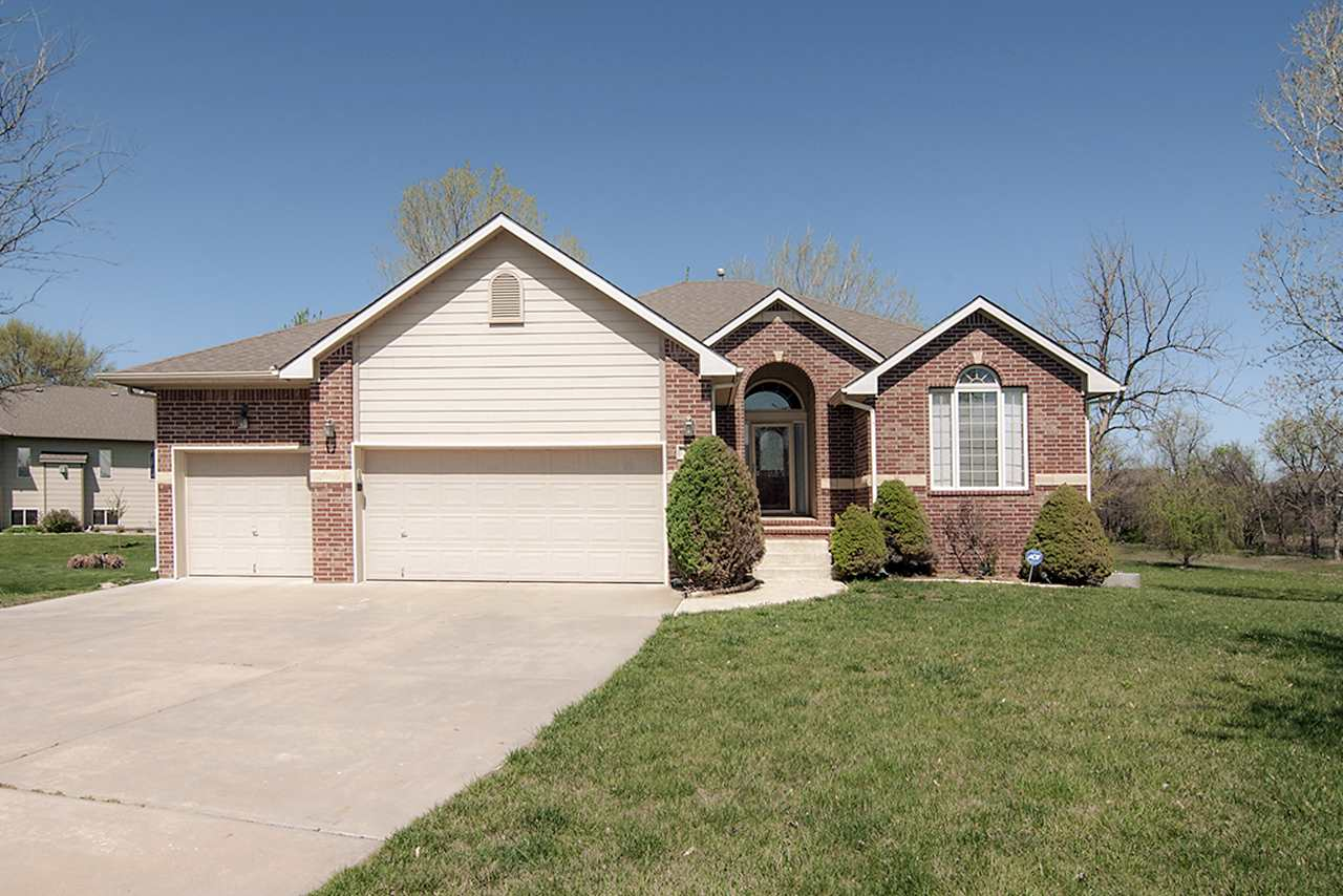 740 N Timberleaf Cir, Derby, KS 67037