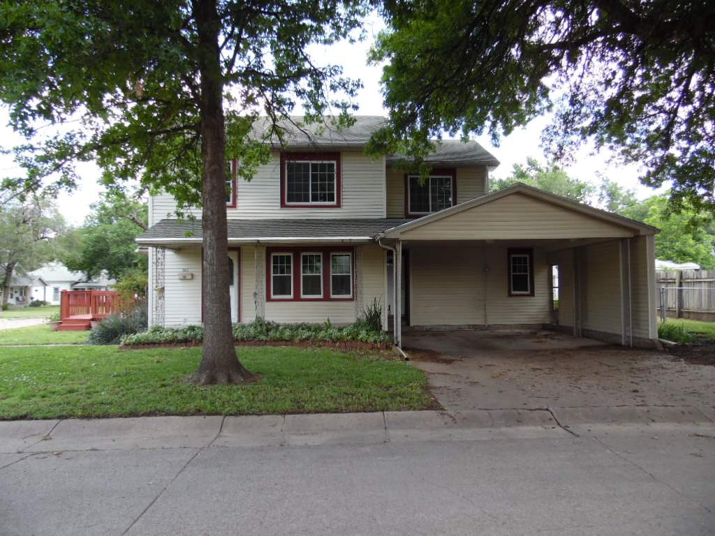 303 E 17th St, Wellington, KS 67152