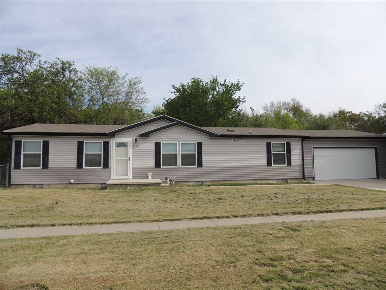 1712 W Lockwood St, Wichita, KS 67217