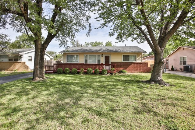 2222 W Dallas, Wichita, KS 67217