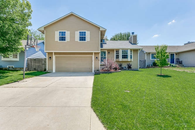 253 W Village Lake Dr, Derby, KS 67037