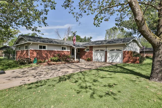 9228 W Shade, Wichita, KS 67212