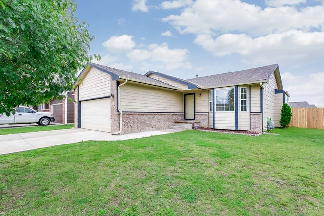 1826 E Autumn Cir, Goddard, KS 67052