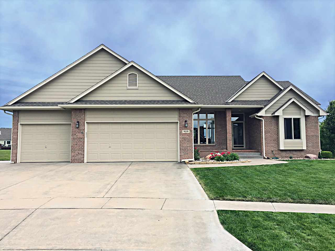 929 E Lost Hills Ct, Derby, KS 67037