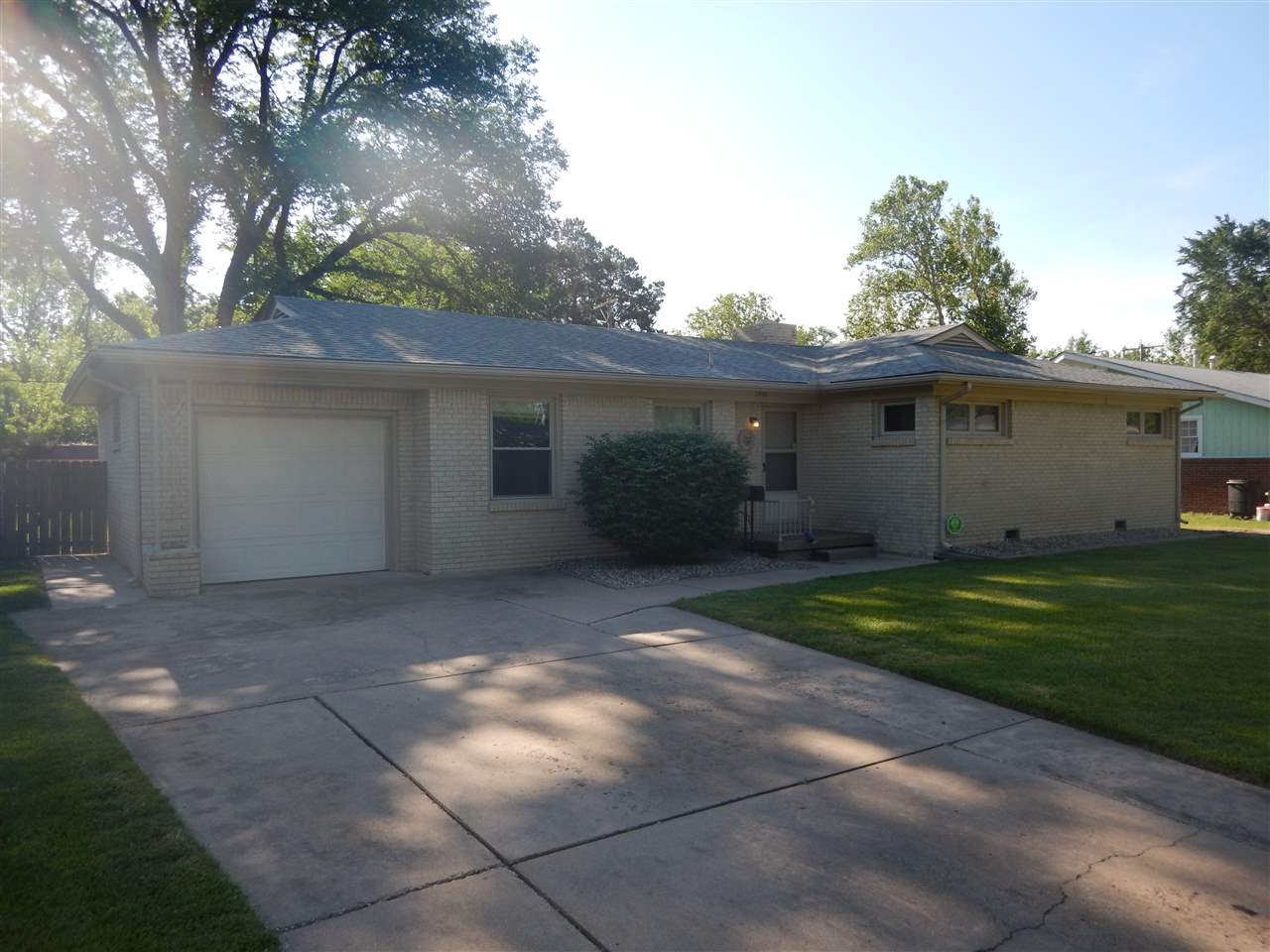2440 N Riverlawn DR., Wichita, KS 67204