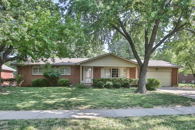8230 E Tamarac Ln, Wichita, KS 67206