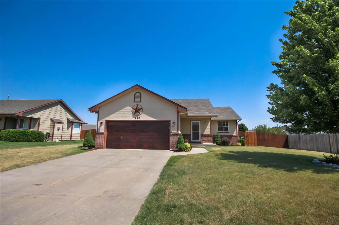 822 E Peach Ave, Haysville, KS 67060