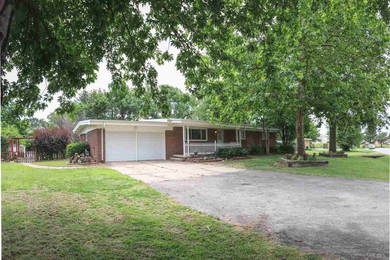 438 S WINTERSET LN, Wichita, KS 67209