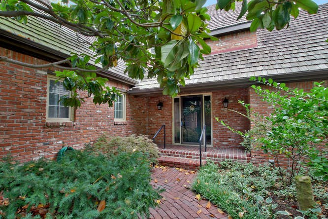 8905 E DOUGLAS AVE, Wichita, KS 67207