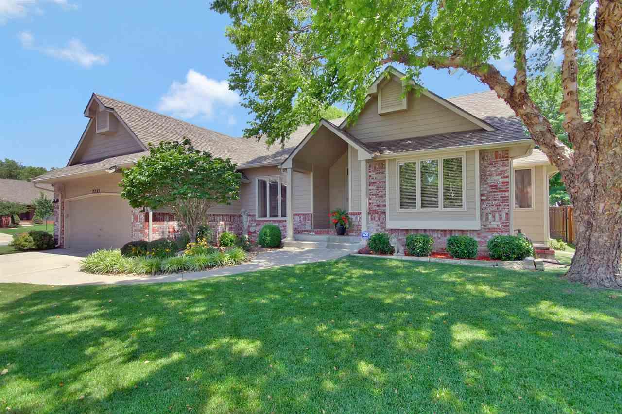 2233 N Stoneybrook Ct, Wichita, KS 67226