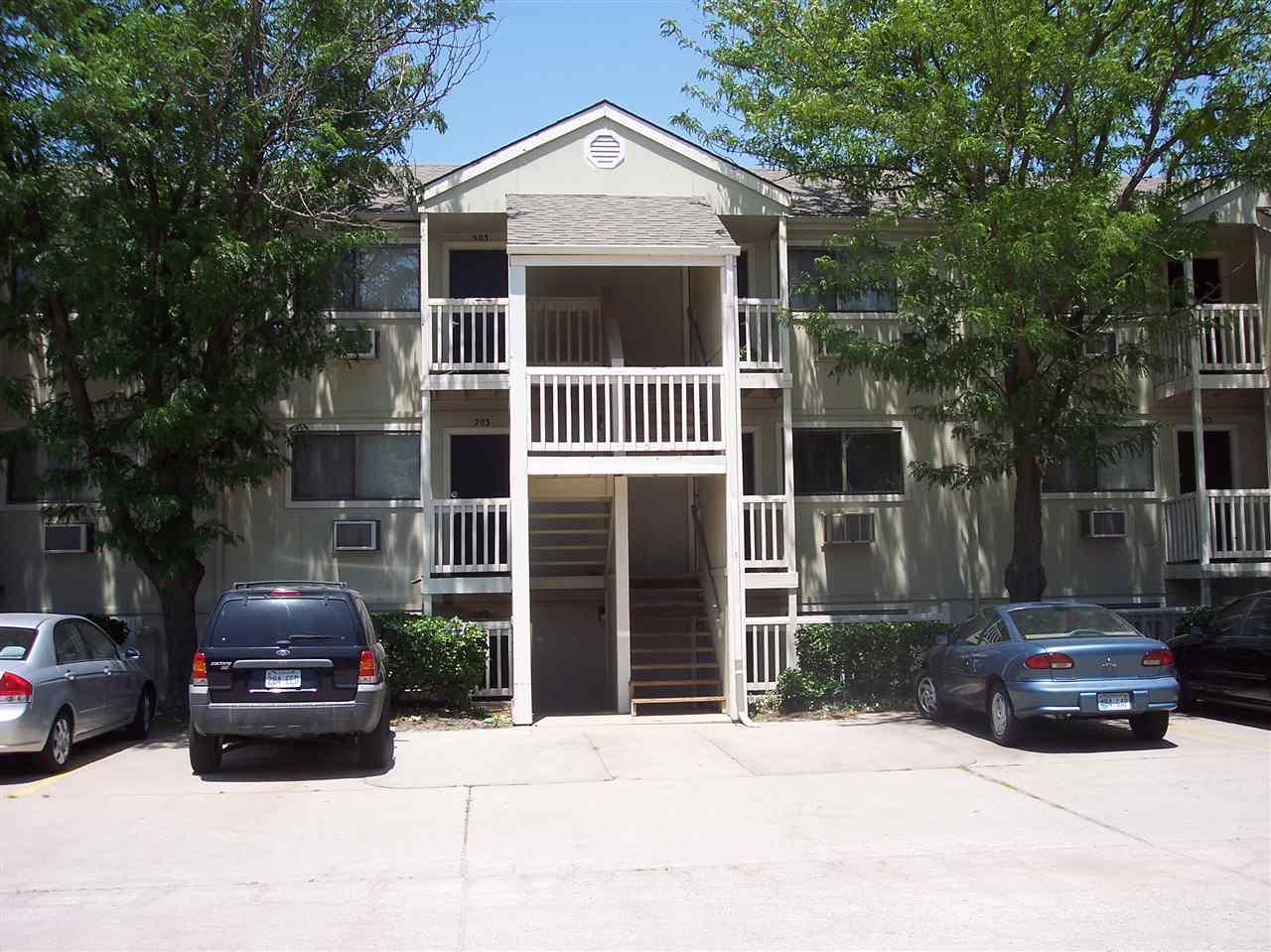 2120 N Old Manor, Wichita, KS 67208