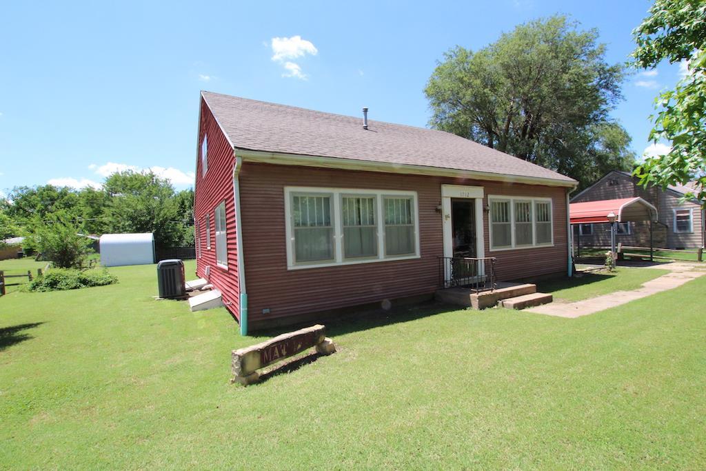 1712 Oak, Harper, KS 67058