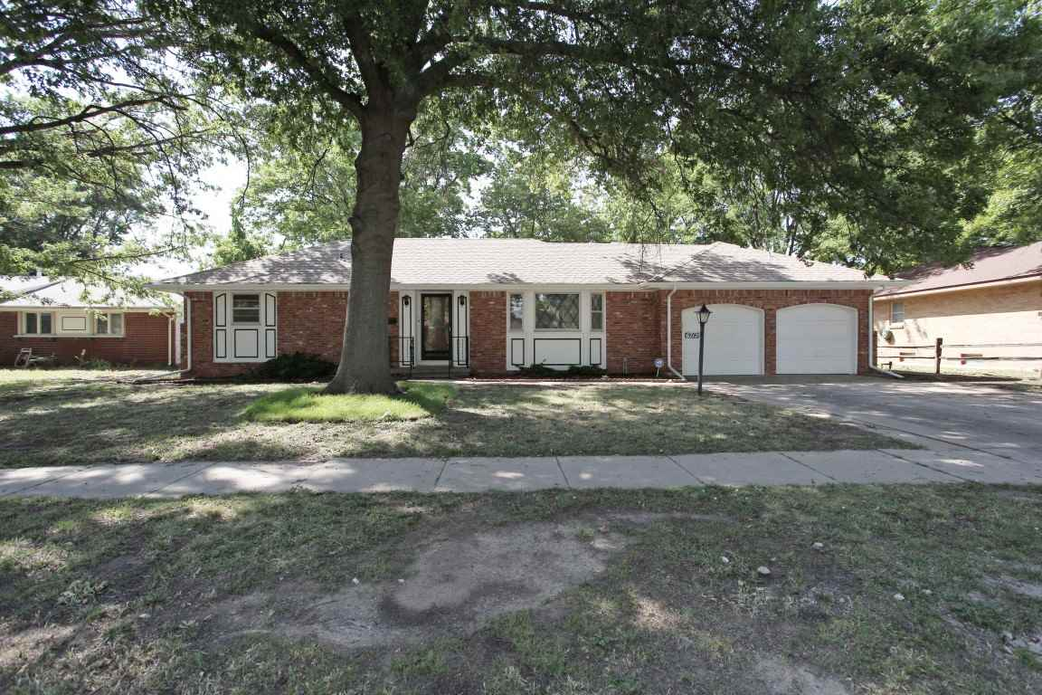 6712 E Zimmerly St, Wichita, KS 67207