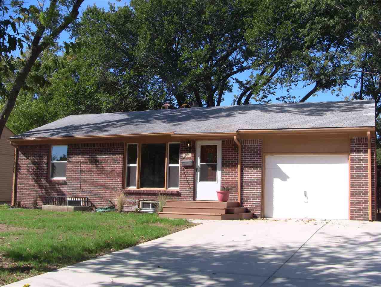 1921 S Pinecrest Ave, Wichita, KS 67218