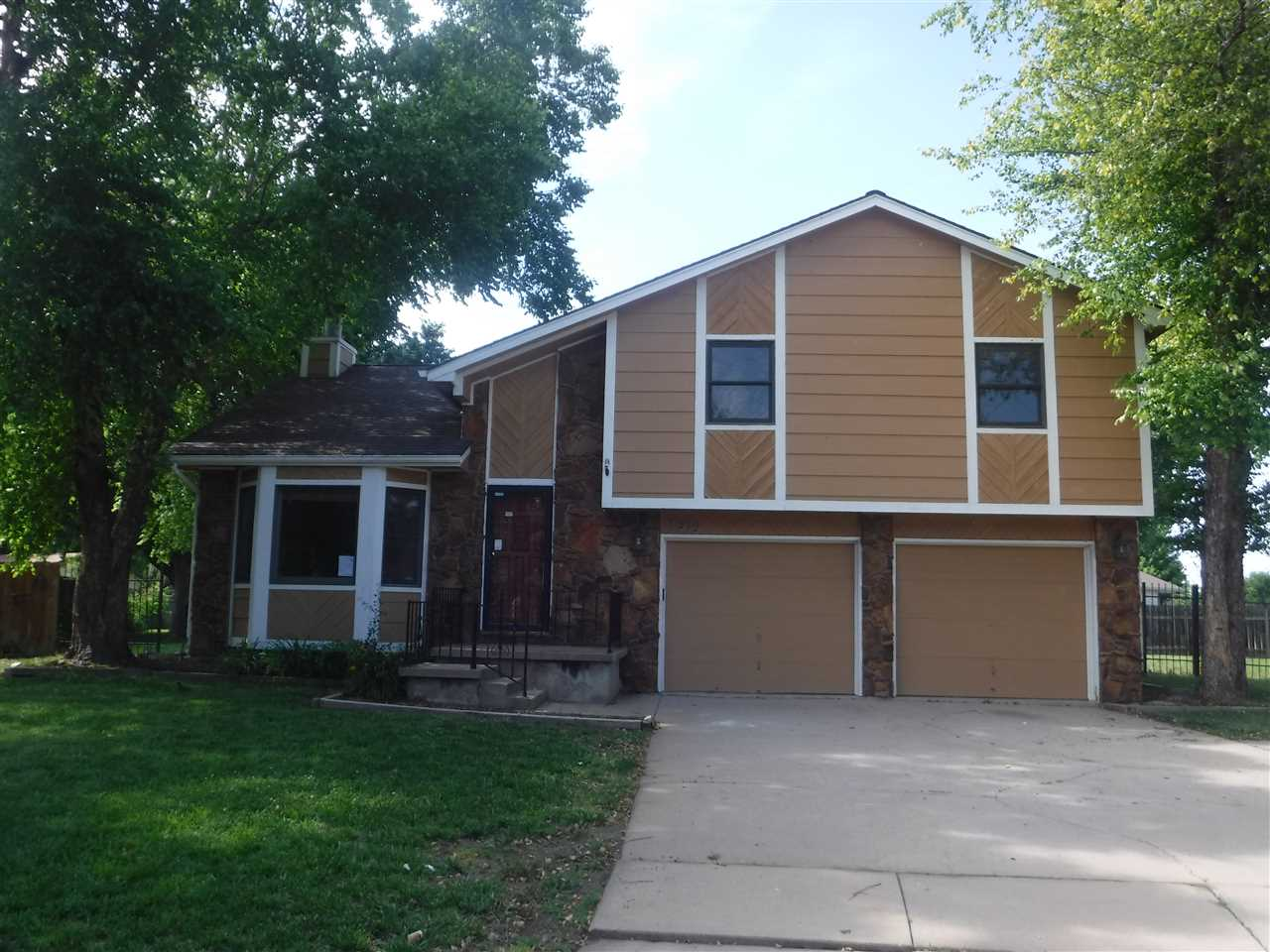 6212 Juno Ct, Wichita, KS 67215