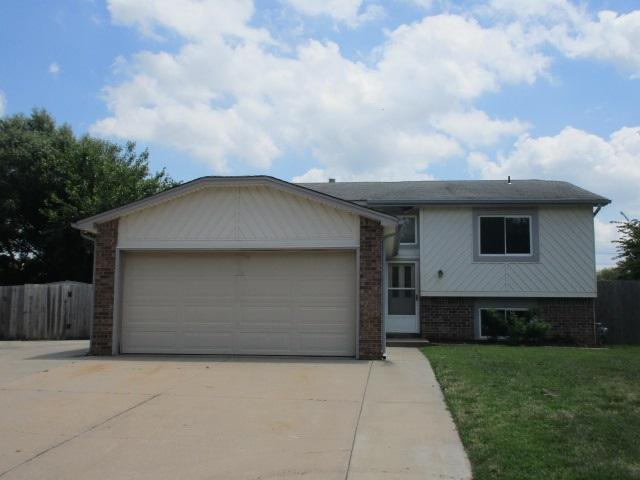 5550 S Topeka Cir., Wichita, KS 67216