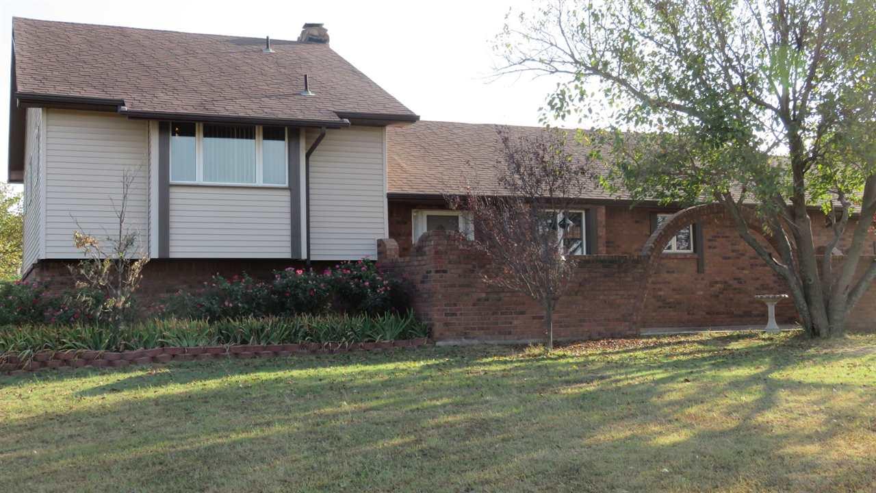 41 S Pony Meadows Dr, Wichita, KS 67232