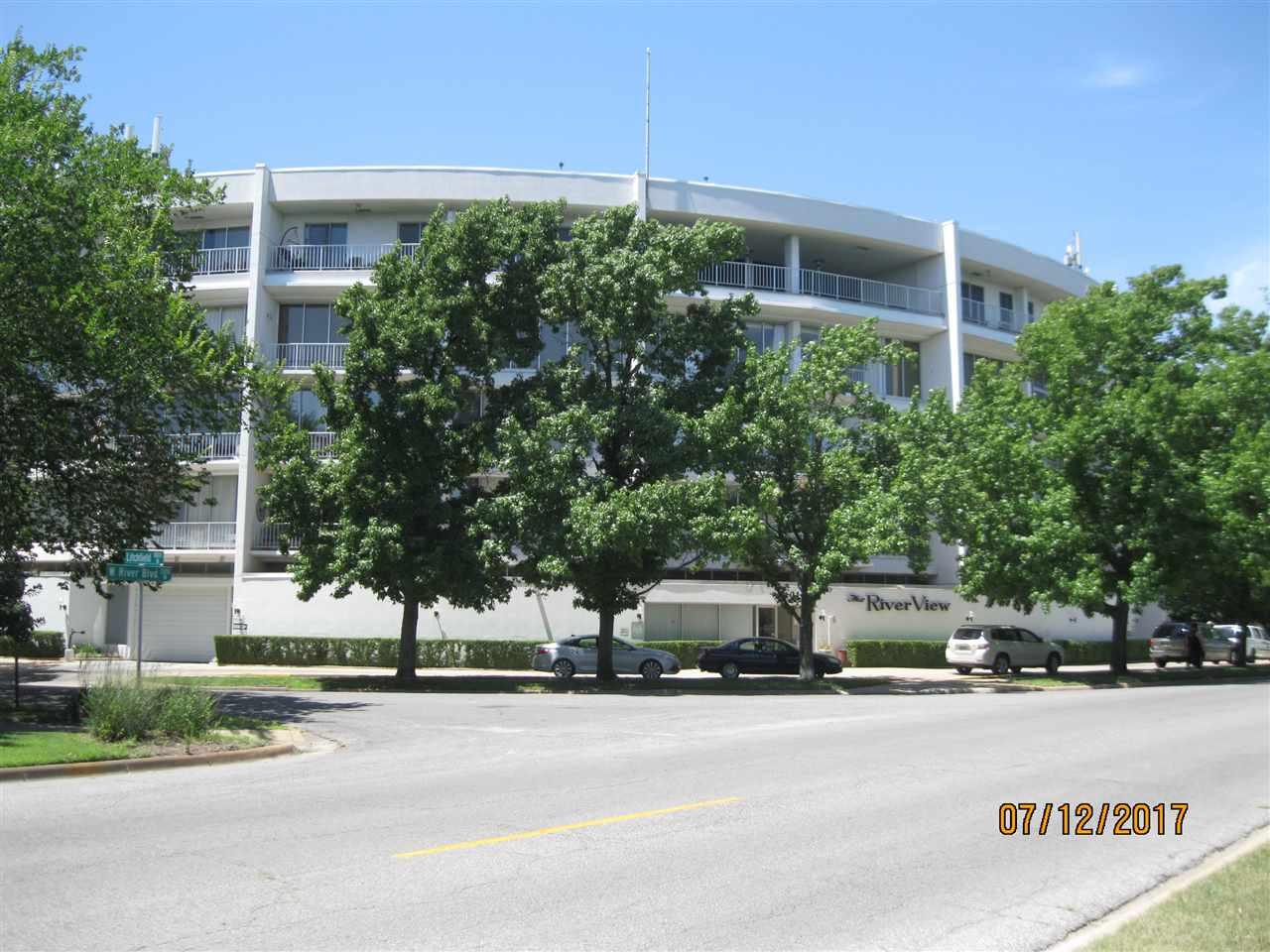 1401 W River Blvd 4C, Wichita, KS 67203