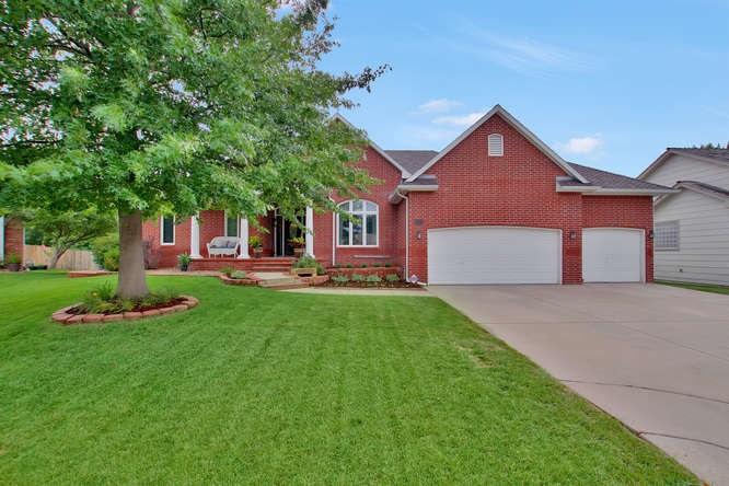 2518 N Bellwood Ct, Wichita, KS 67205