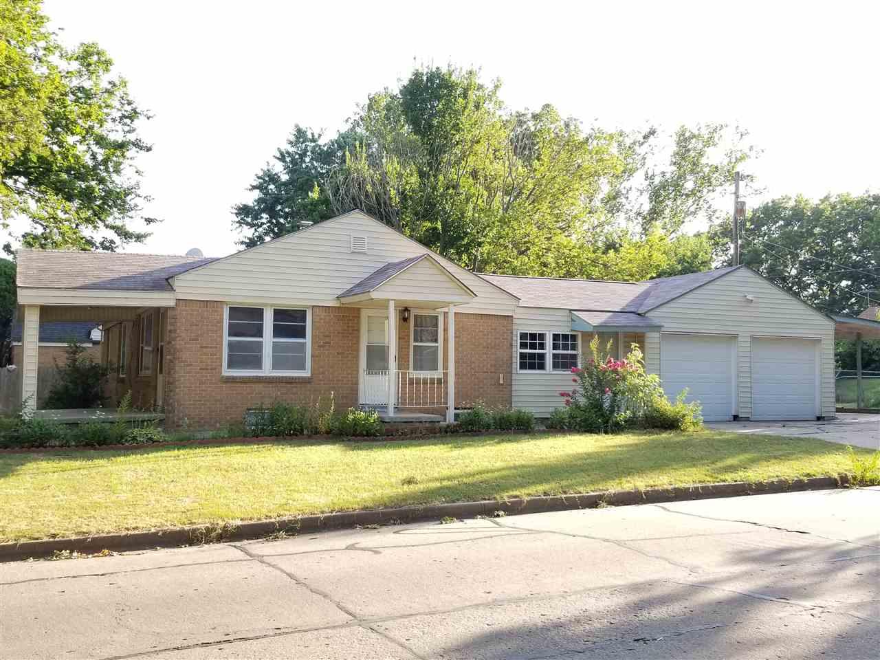 2131 S Pinecrest Ave, Wichita, KS 67218