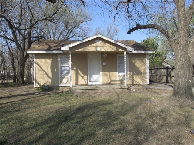 1945 S Glenn St, Wichita, KS 67213