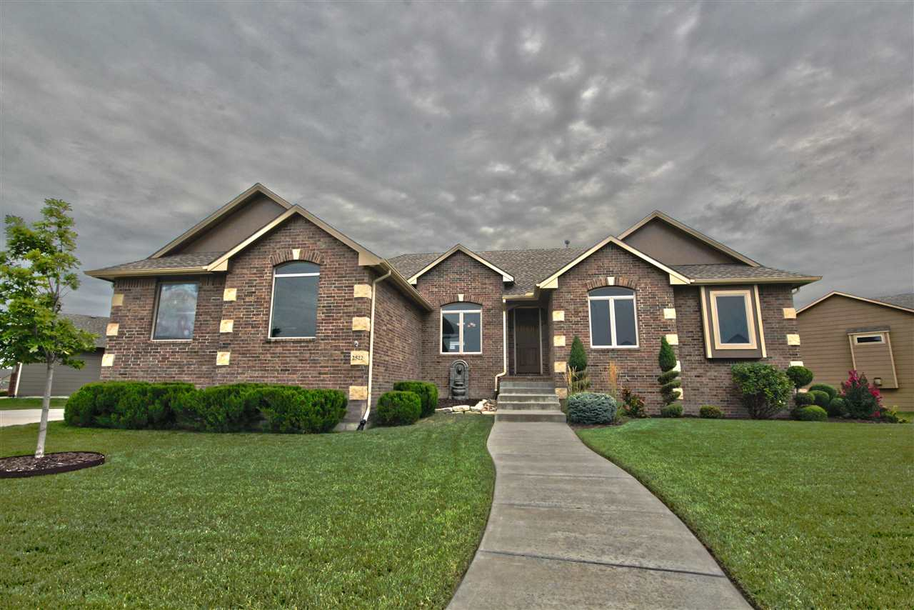2522 N Ridgehurst St, Wichita, KS 67228