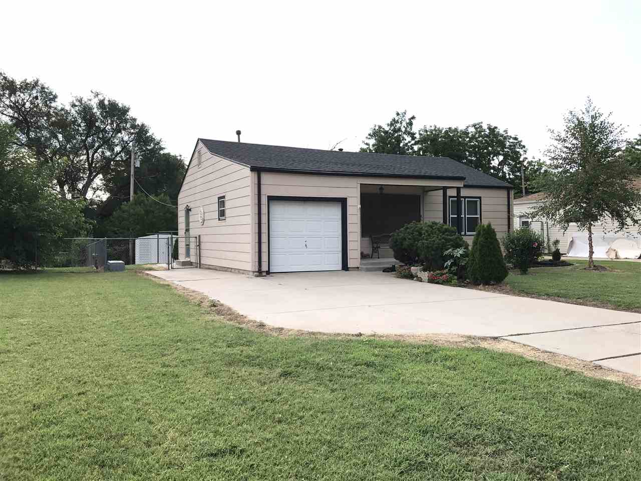 1926 S Roanoke Dr, Wichita, KS 67218