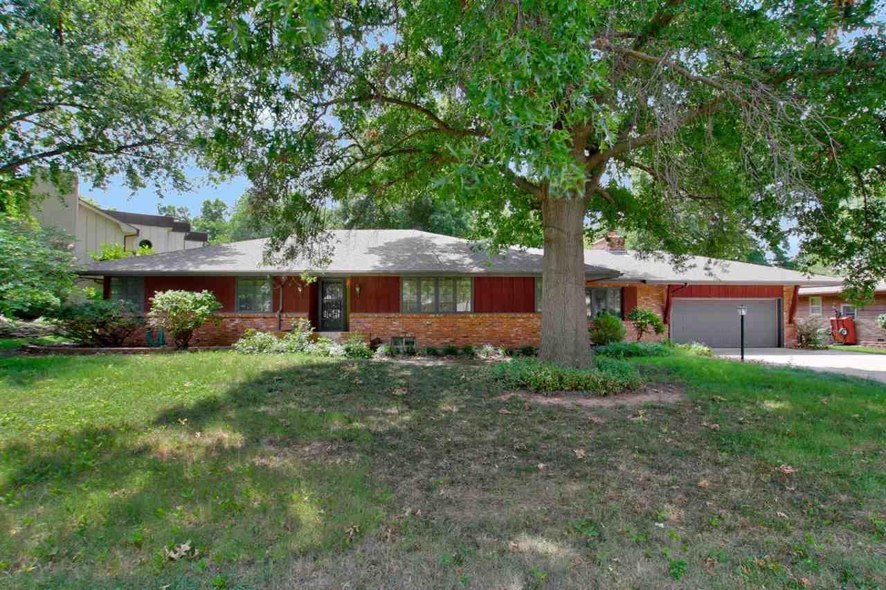 10001 W 2nd St N, Wichita, KS 67212