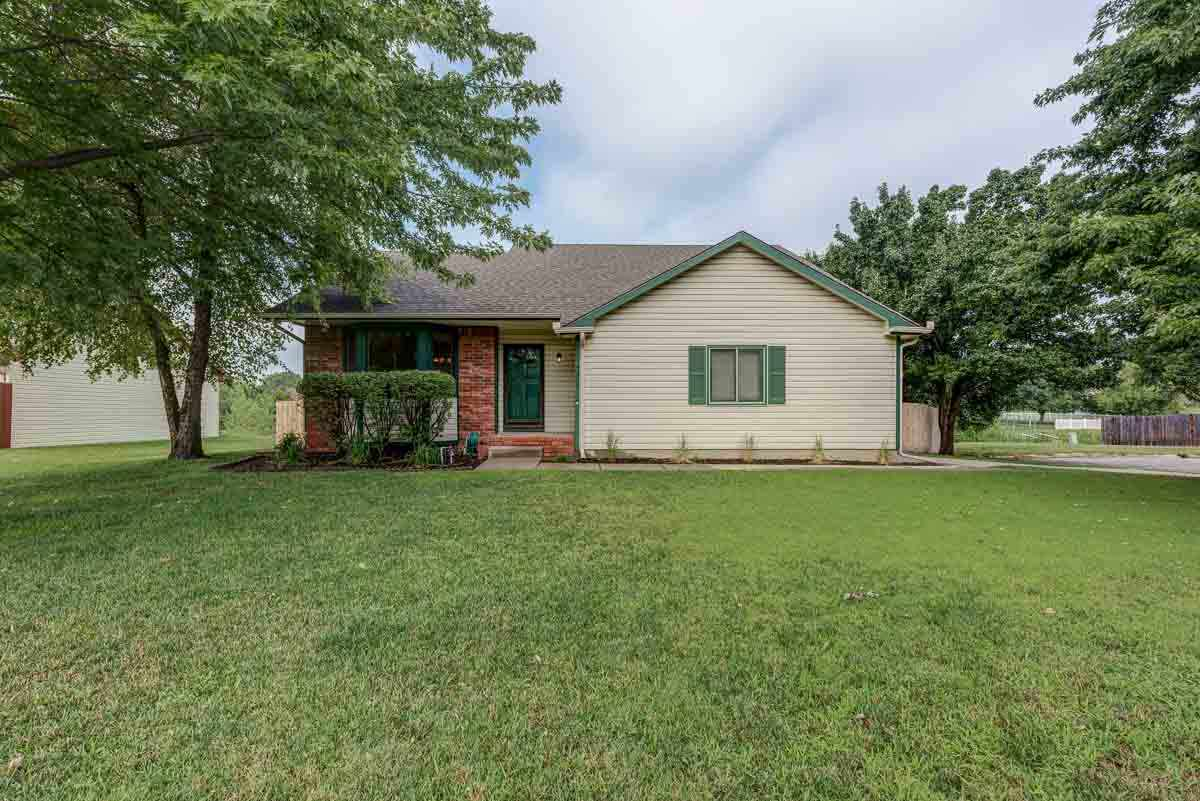4405 N Eagle Lake Dr, Bel Aire, KS 67220