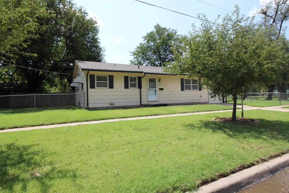 2715 W University Ave, Wichita, KS 67213