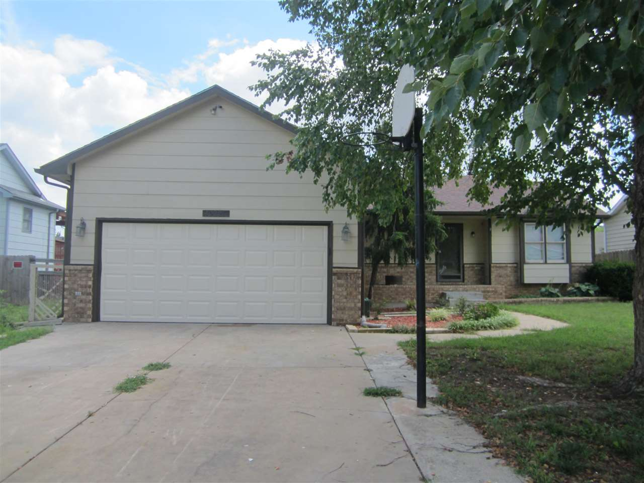 10225 E COUNTRYSIDE CIR, Wichita, KS 67207