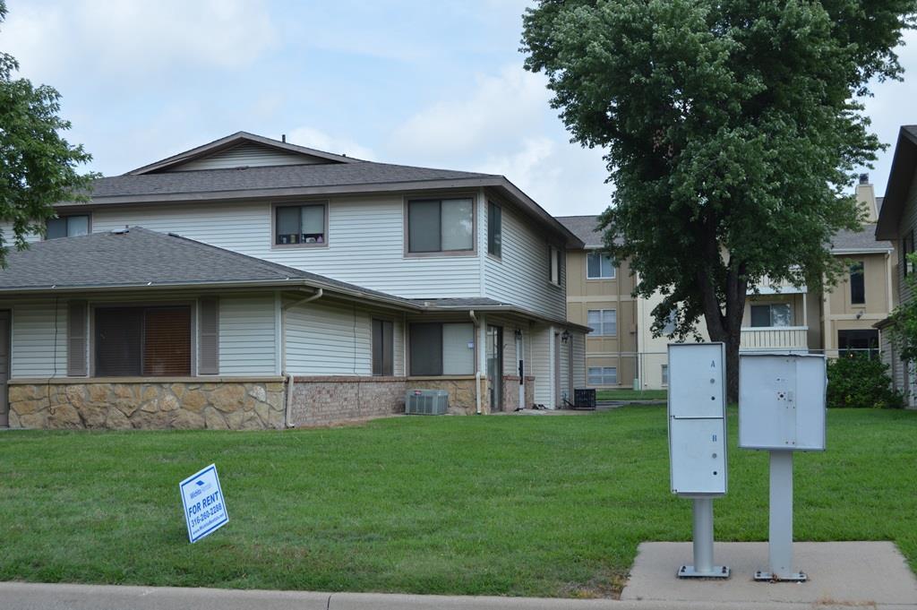 8716 W University, Wichita, KS 67209