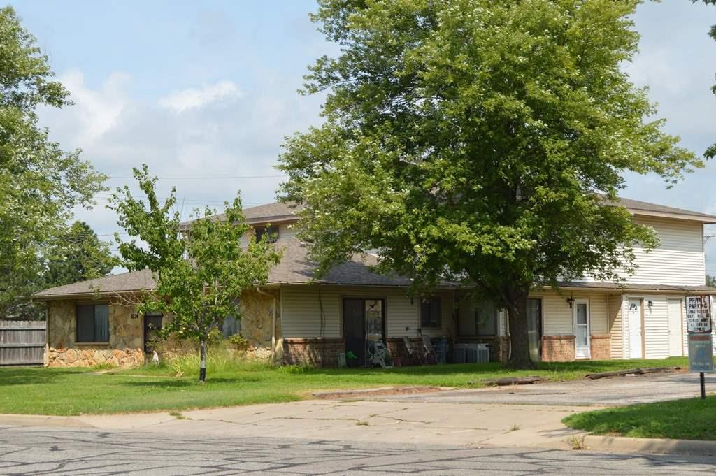 8724 W University, Wichita, KS 67209