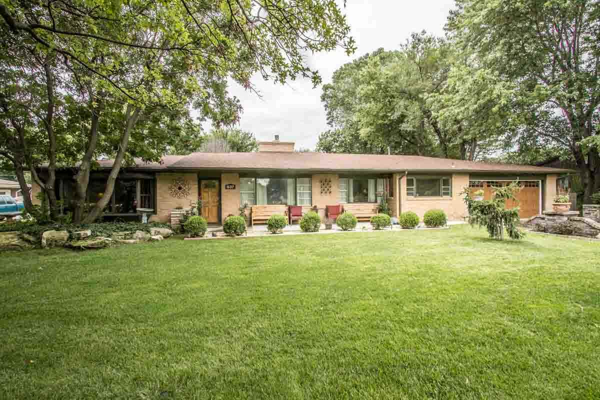 637 S LAKESHORE DR, Wichita, KS 67230