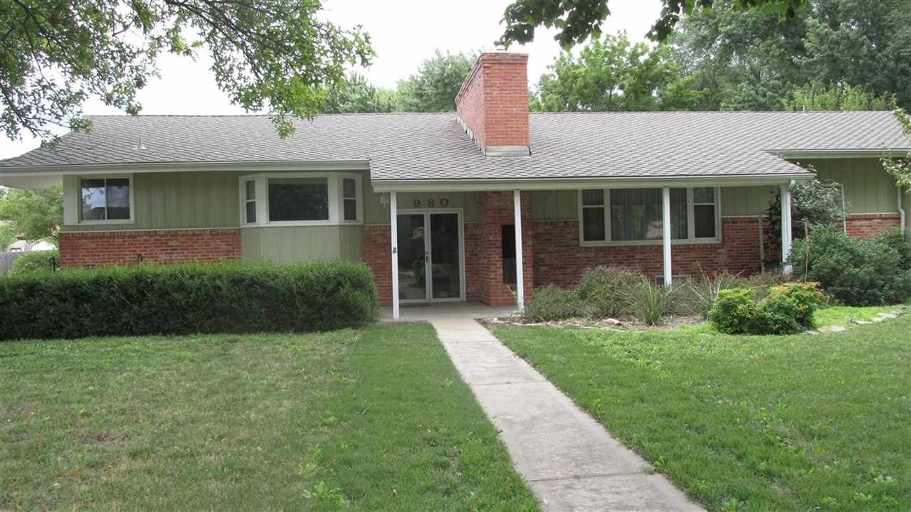 980 Toh N Hah Trail, Wichita, KS 67212