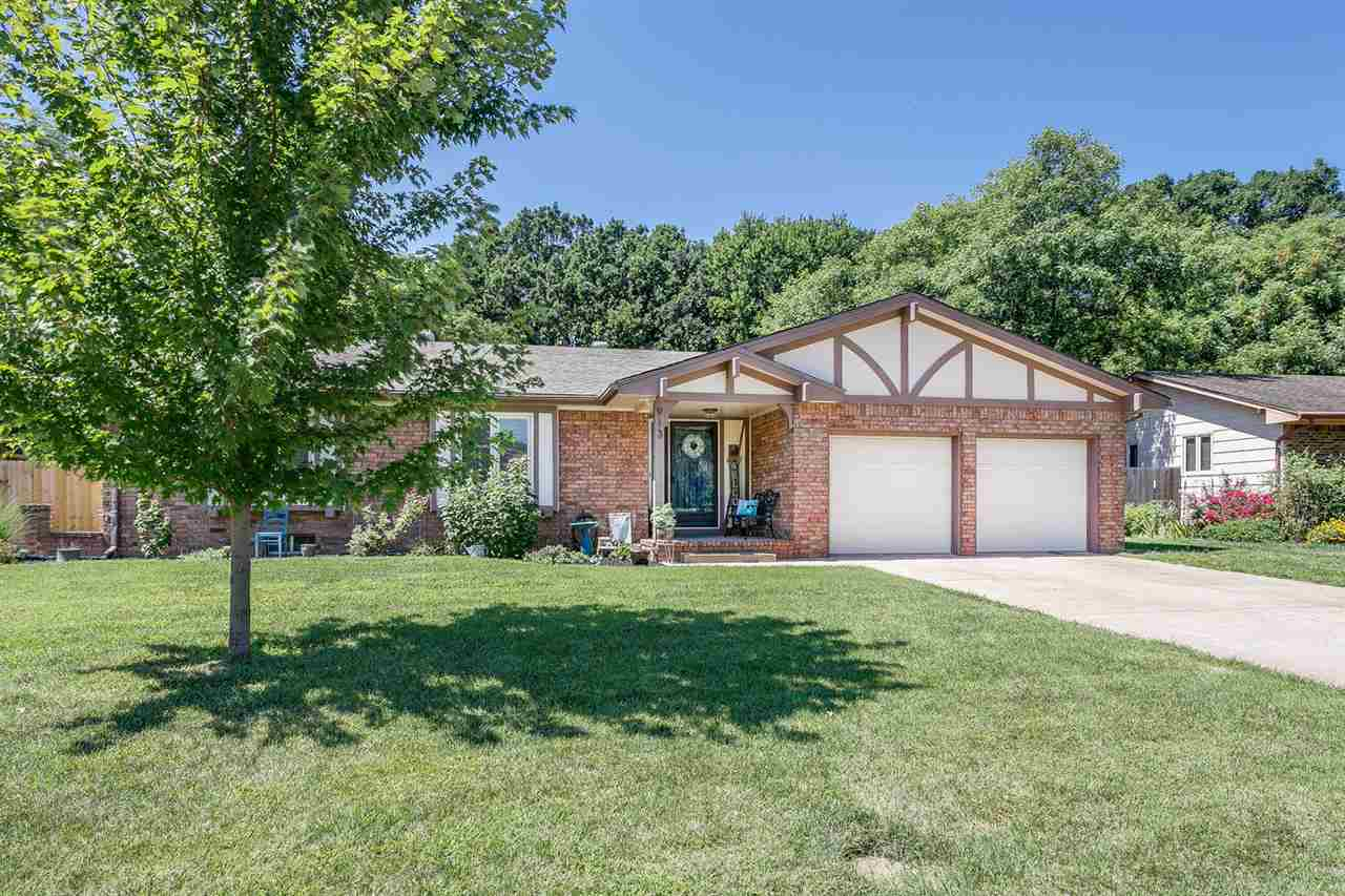 913 N Brook Forest, Derby, KS 67037