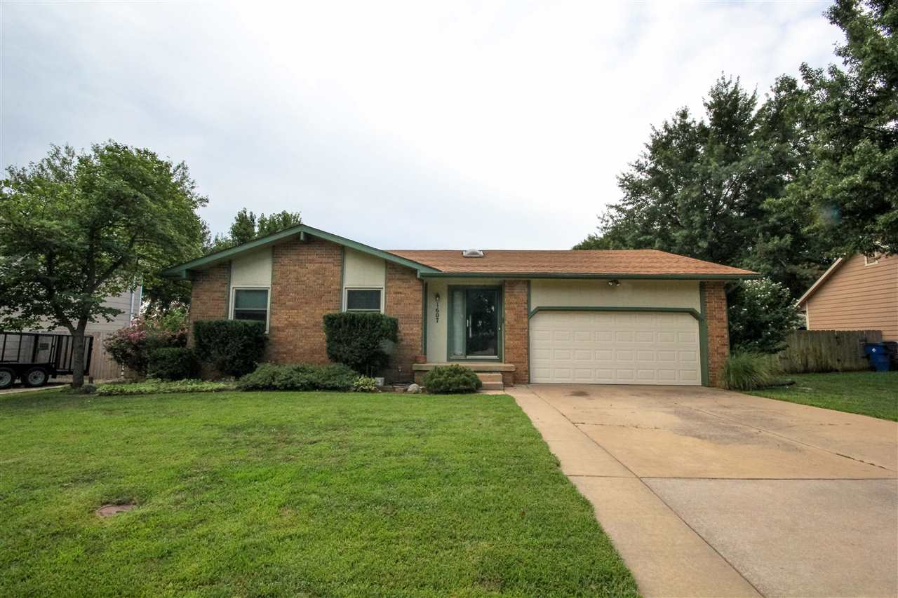 1607 E Brendonwood Rd, Derby, KS 67037