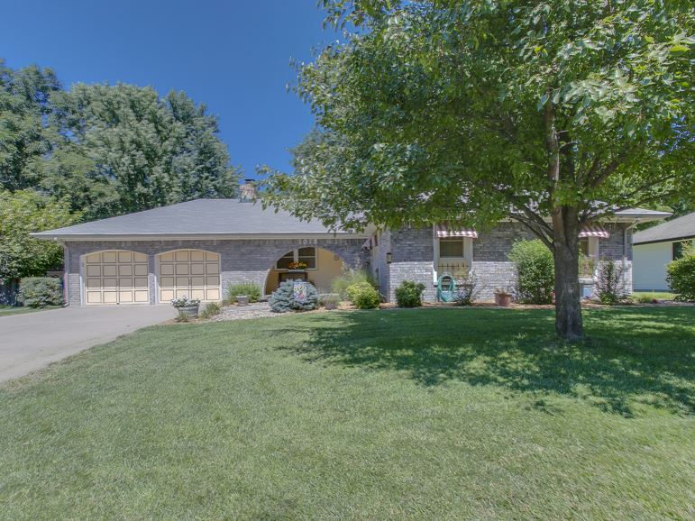 1018 E Post Oak Rd, Derby, KS 67037